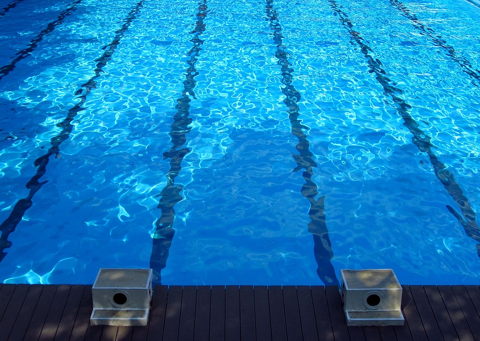 swimming-pool-873345_960_720